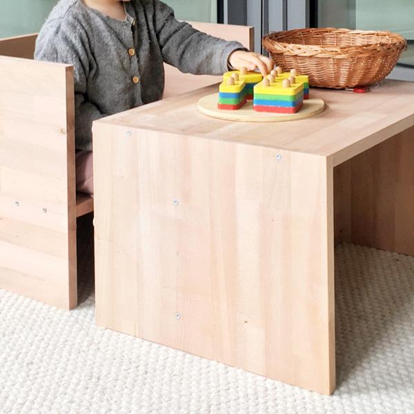 Auch als Tisch: Kindergarderobe mit Berlinerhocker www.chezmamapoule.com