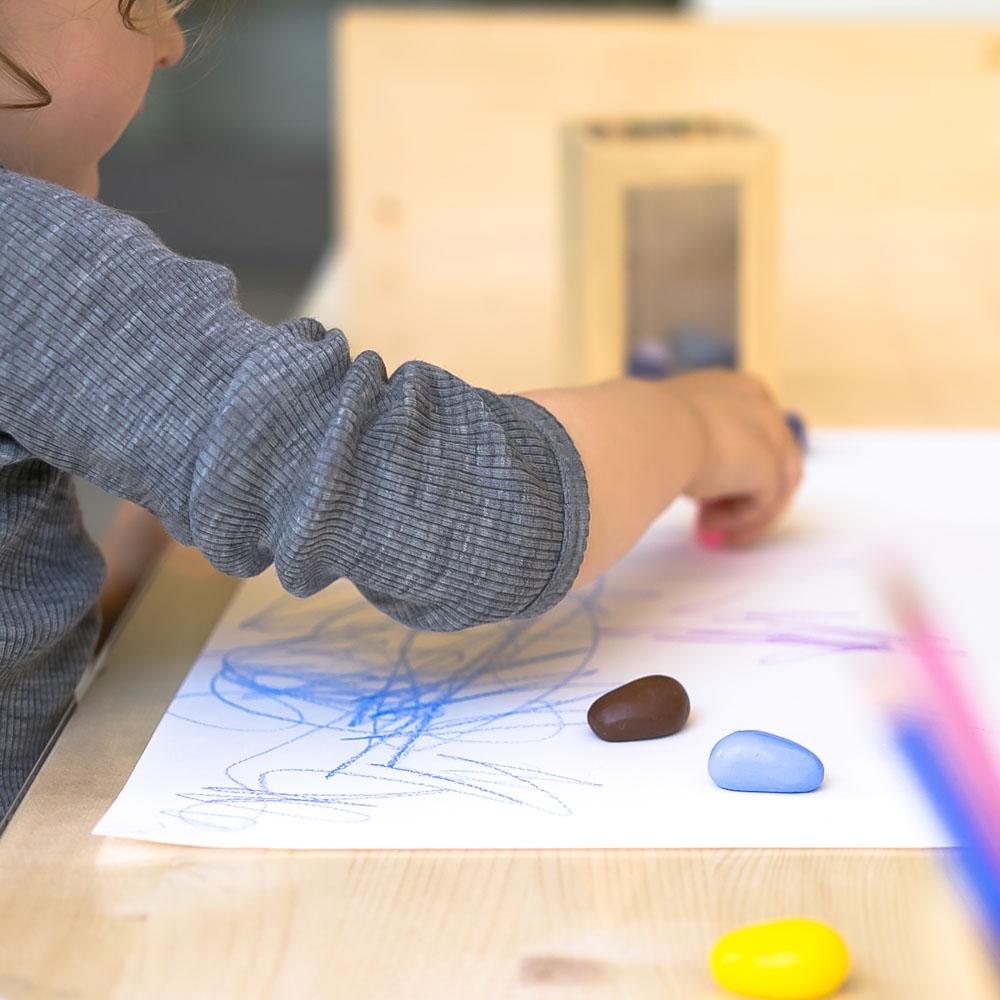 So lässt sichs malen: DIY Kindertisch 2018 www.chezmamapoule.com
