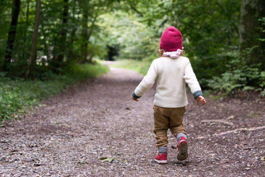 Kind-Wald-Spiel-Ellen-Girod-www.chezmamapoule.com