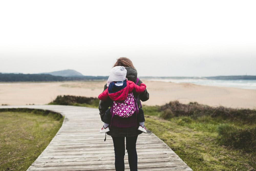Elternsein_zu-schwer-gemacht-Montessori-Unerzogen-Attachment_Parenting-www.chezmamapoule.com_.jpg