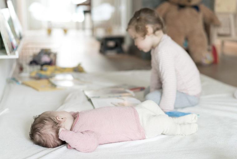 Allein mit Kleinkind und Baby