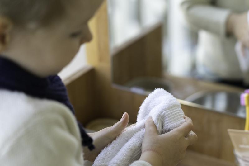 DIY-Waschtisch-Montessori-Zähneputzen-Kind-chezmamapoule-11
