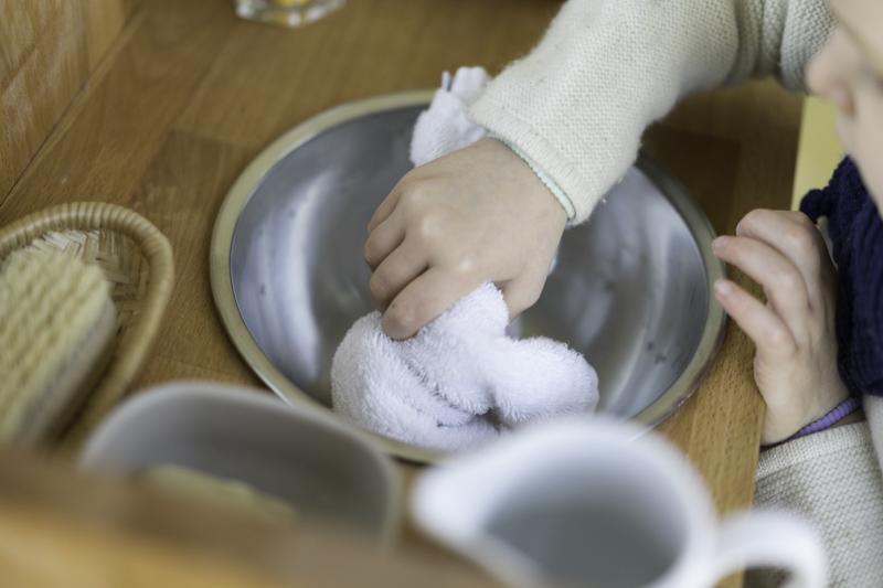 DIY-Waschtisch-Montessori-Zähneputzen-Kind-chezmamapoule-5