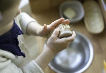DIY-Waschtisch-Montessori-Zähneputzen-Kind-chezmamapoule-8