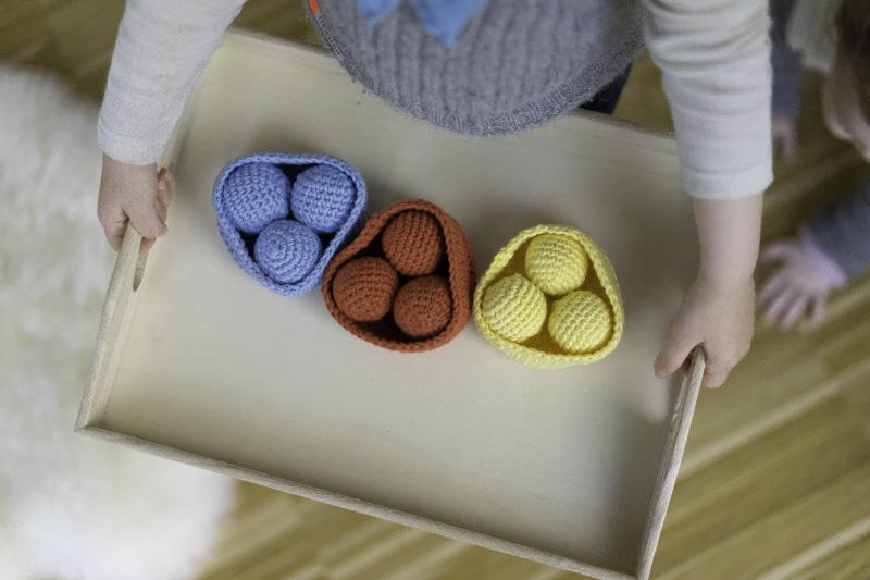DIY: Sortierspiel für Kinder zum Farben lernen (Inkl. Häkelanleitung)