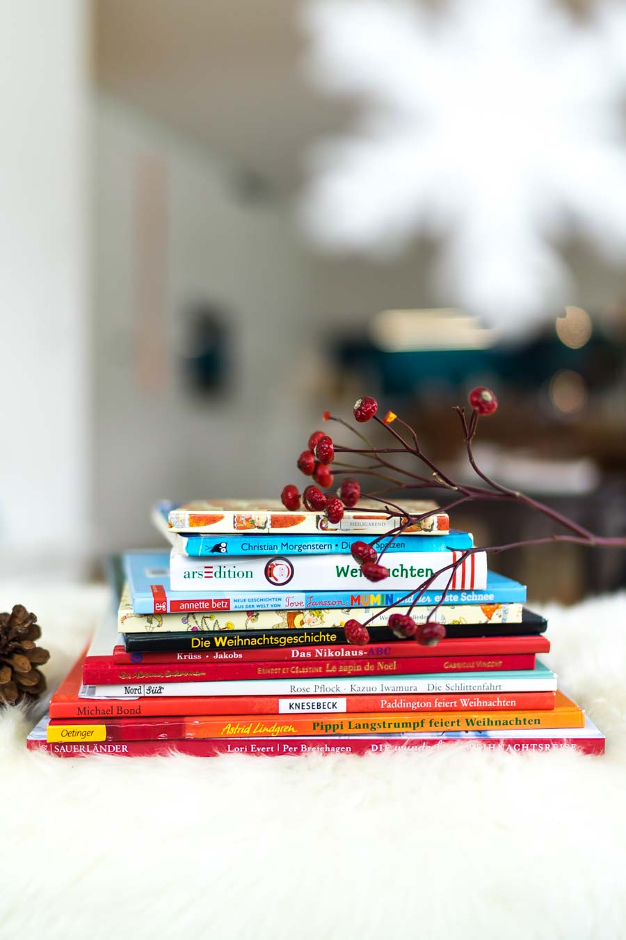 Weihnachtsbücher für Kinder: Bücher über Weihnachtszeit, Advent, Weihnachtsgeschenke und die Weihnachtsgeschichte. Unsere liebsten Weihnachtsgeschichten für Kinder auf dem Blog: www.chezmamapoule.com Alle Bildrechte: Ellen Girod #weihnachten #bilderbücher #weihnachtsbücher