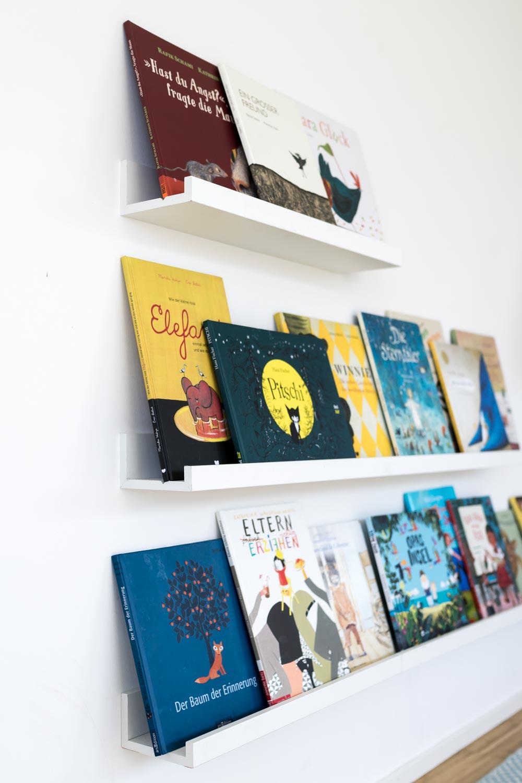 Bücherregal Kinder: Mit Buchdeckeln nach vorne