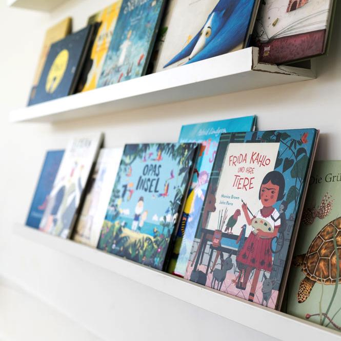 Bücherregal Kinder aus IKEA-Bildleisten