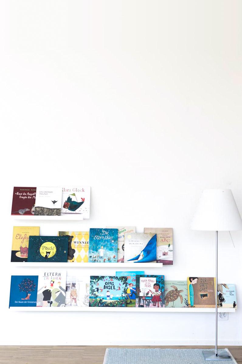 ikea hack regal wird zu einem kinderspieltisch kinderzimmer. Black Bedroom Furniture Sets. Home Design Ideas