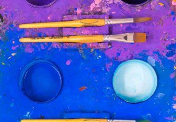 Eine Kinderzeichnung gibt es nicht! Und warum wir Kinder lieber malen lassen statt sie zu #loben. Kinderzeichnung nicht #Loben: #ArnoStern Buch über das #Malspiel, den #Malort, die #Formulation, #Spur des Kindes, #Malatelier, #Malspielgruppe, #Freilernen, #Malspielraum Bildrechte: www.chezmamapoule.com