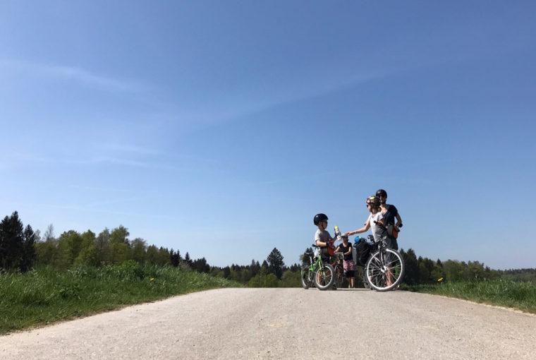 Fahrradtour mit Kindern: 11 Tipps für stressfreien Urlaub auf Rädern www.chezmamapoule.com-5