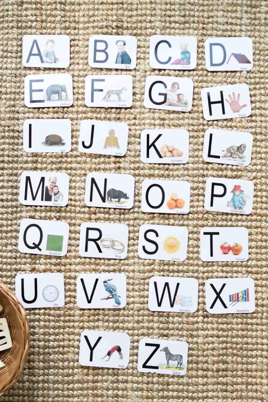 DIY-Spielidee: Erste Buchstaben lernen für Kinder (inkl. Druckvorlagen zum Ausdrucken) und ein paar Gedanken zur Sprache lernen, Lesen lernen und Schreiben lernen bei kleinen Kindern aus Sicht von Montessori www.chezmamapoule.com-58