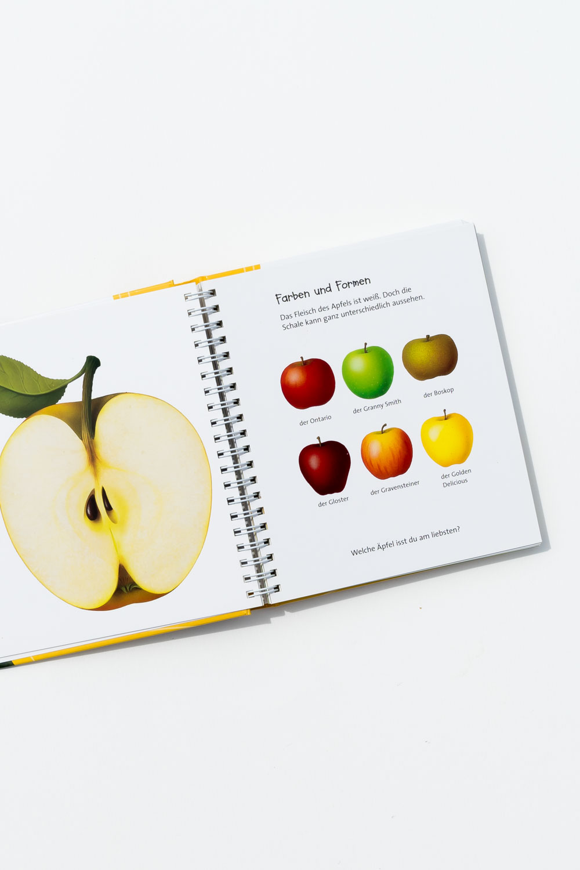 """Der Apfel und andere Früchte aus der Meyers Kinderbibliothek. Ein Blick ins Buch sowie eine Buchrezension auf dem Blog """"Chez Mama Poule"""". Sommerbücher, Bilderbücher für Kinder, Bücher für Kita oder Kindergarten. Realistische Bilderbücher."""