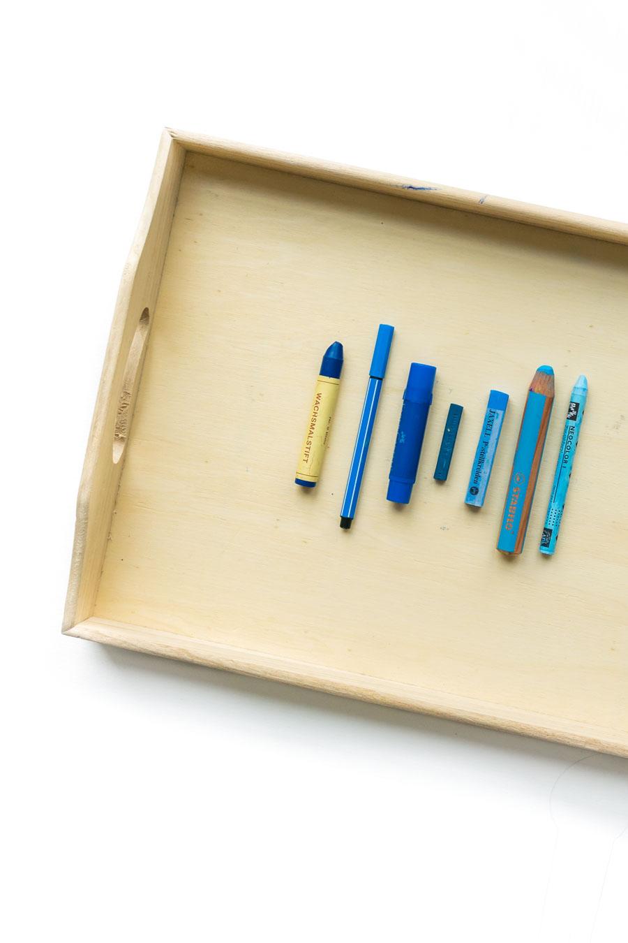 Basteln Mit Kleinkindern Ohne Vorgaben Wir Entdecken Die Farbe Blau