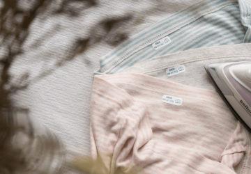 Gut vorbereitet in die Kinderkrippe, Krabbelgruppe, zur Tagesmutter & Co.: Drei Tipps und eine Checkliste (Copyright: Ellen Girod) mehr auf dem Blog: www.ChezMamaPoule.com #Kinder #Kita #Kindergarten #Schule #Eingewöhnung #Checkliste #Ersatzkleider #Schuhe #selberanziehen #Etiketten #beschriften #Jackenaufhänger