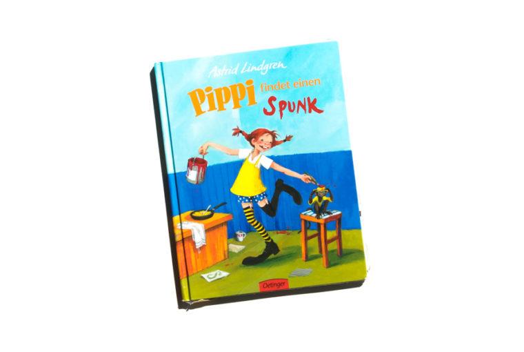 Pippi findet einen Spunk von Astrid Lindgren. Bücher über starke Mädchen. Bilderbücher ohne Sexismus und Genderismus. Kinderbücher mit Feminismus und Gleichstellung. Blick ins Buch auf: www.chezmamapoule.com