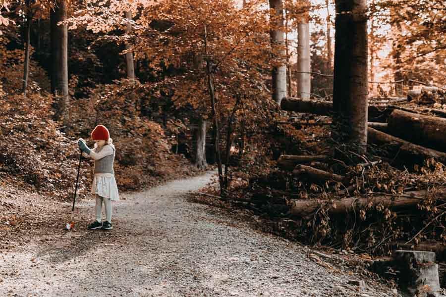 Wald aufräumen: Eine Idee für den Umweltschutz mit Kindern Mehr auf: www.chezmamapoule.com #Umweltschutz #Naturschutz#Klimaschutz #Greifzange #wald#kinder#spiele#ideen#kleinkinder#kita#kindergarten#spielideen