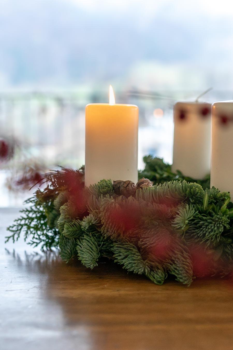 """""""Ihr dürft euren Kindern eure Liebe geben, aber nicht eure Gedanken. Denn sie haben ihre eigenen Gedanken. – Khalil Gibran"""" Wie meine Tochter mich dran erinnerte, dass ich mal wieder loslassen soll. Meine Vorstellungen von unserer Adventszeit zum Beispiel. Weiter lesen: www.chezmamapoule.com #adventszeit #loslassen #weihnachten #lebenmitkind #weihnachtszeit #lebenmitkind #weihnachtsgeschenke #adventskranz #adventskalender #achtsamkeit"""