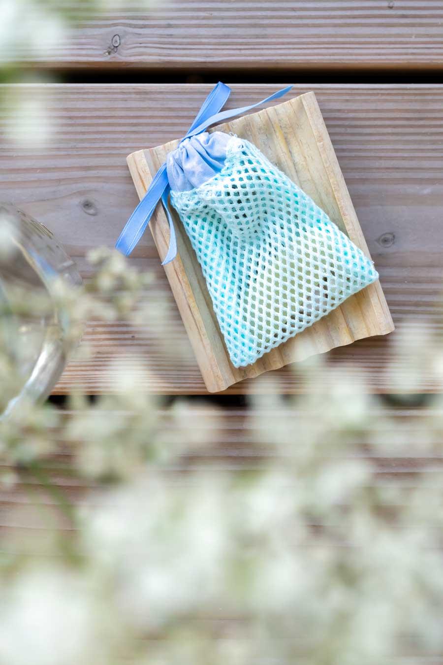 Seifensäckchen: Zero Waste im Badezimmer und eine DIY-Idee für weniger Abfall im Haushalt: www.chezmamapoule.com #zerowaste #unverpackt #lesswaste #diy #tutorial #zerowasteidee #nähen #zerowastegeschenke #seifensäckchen