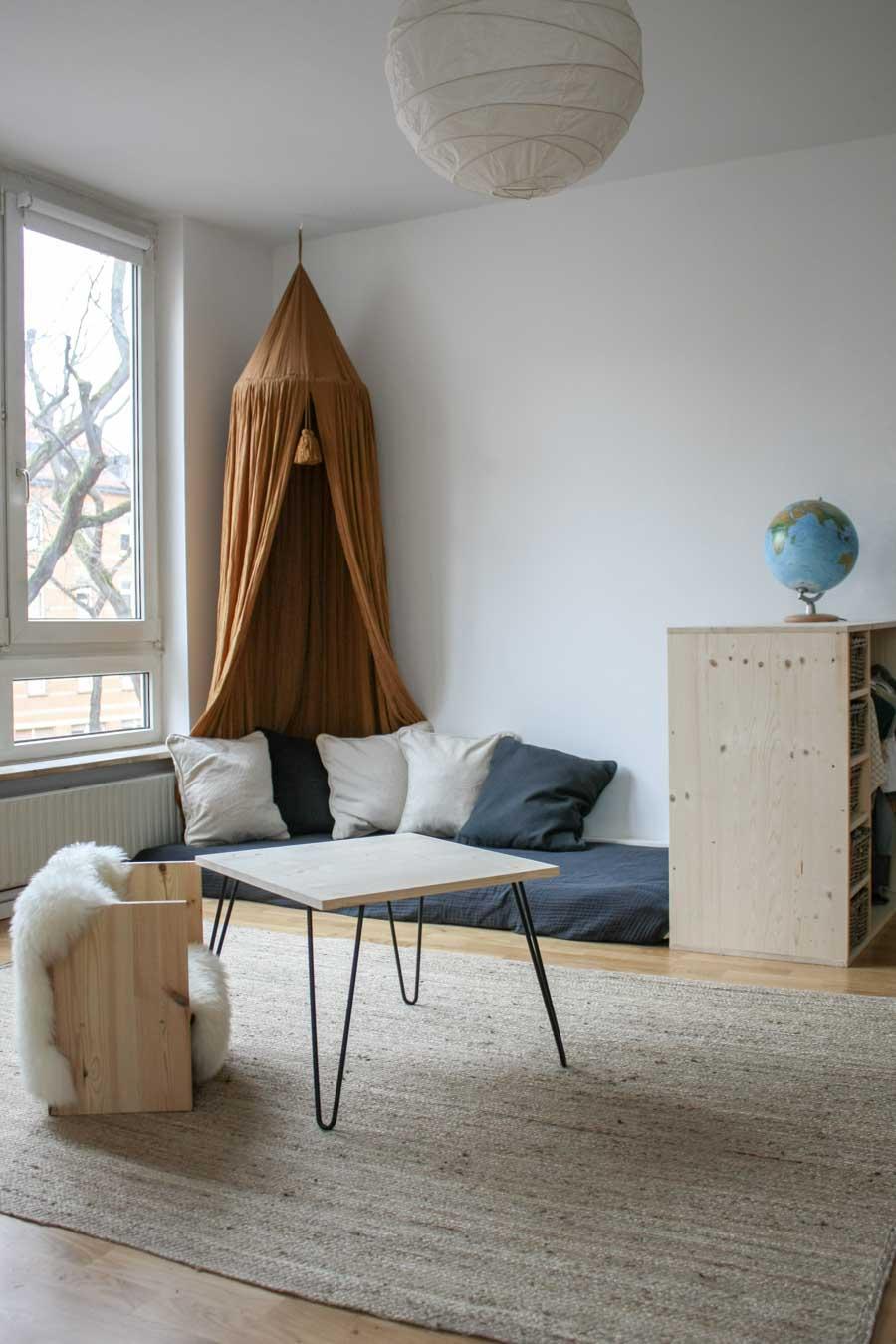 Montessori Möbel DIY: Wir zeigen wir ihr selber Möbel machen könnt #holz #wenigplatz #diyidee #möbel #tutorial