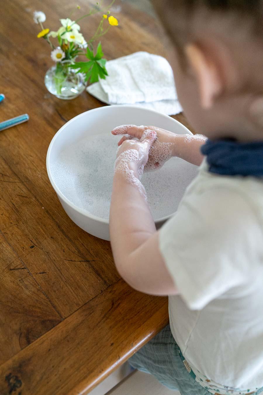 Spielidee Händewaschen Kinder: Gut einseifen
