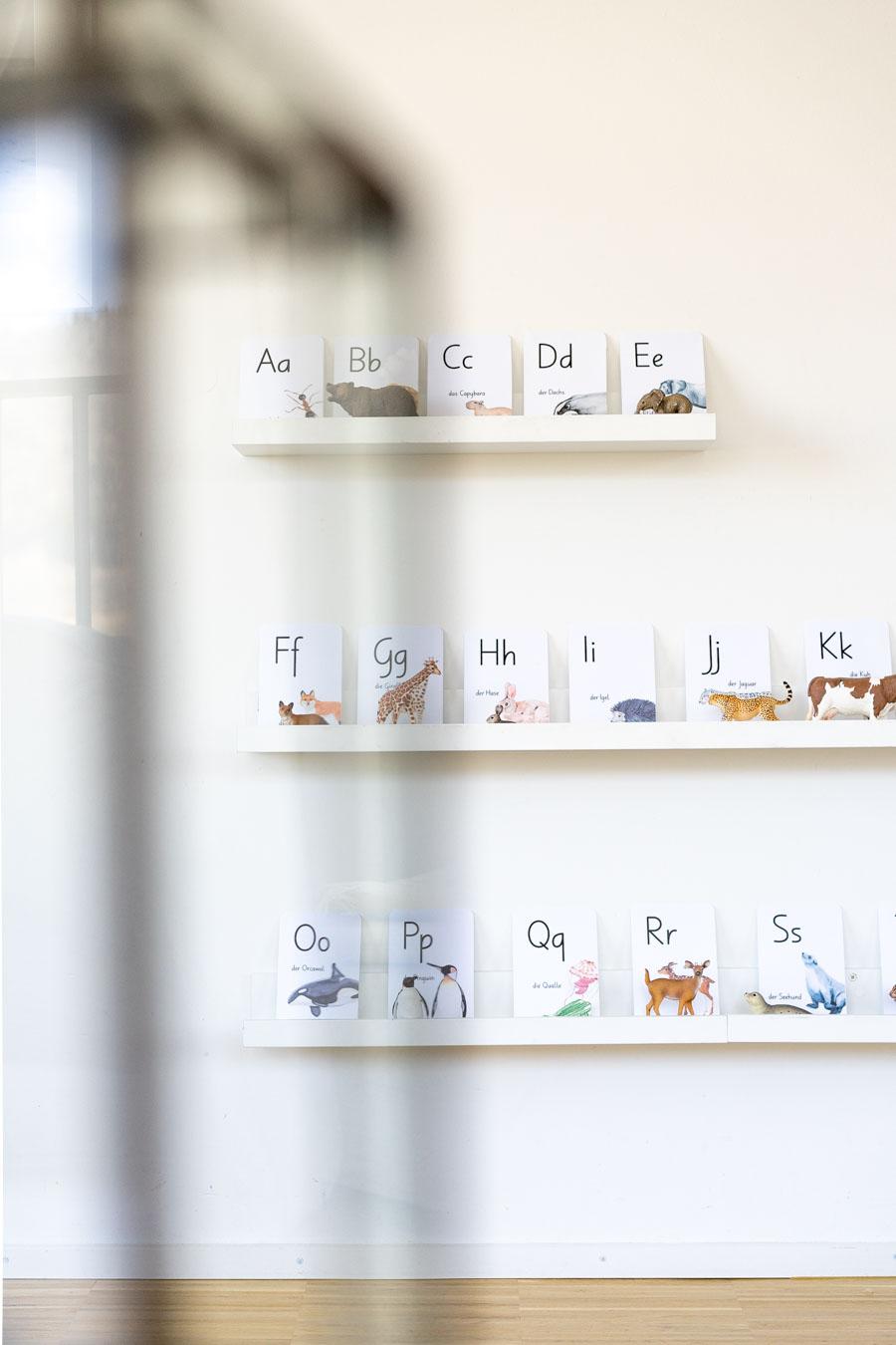 Eine Spielidee für die Sprachentwicklung: Buchstaben und Tiere zuordnen