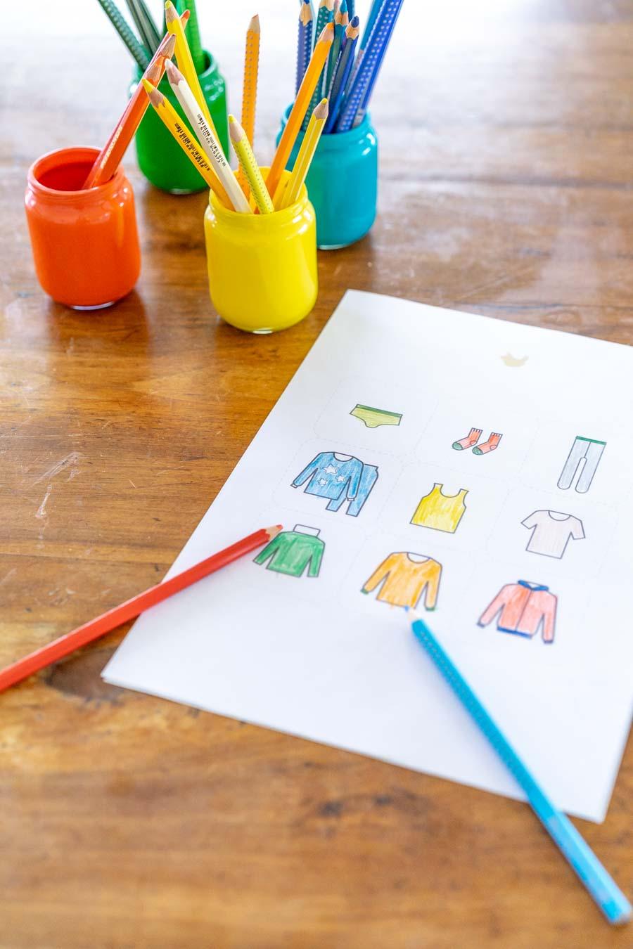 Ordnung im Kinderkleiderschrank: Ordnungssticker selber machen