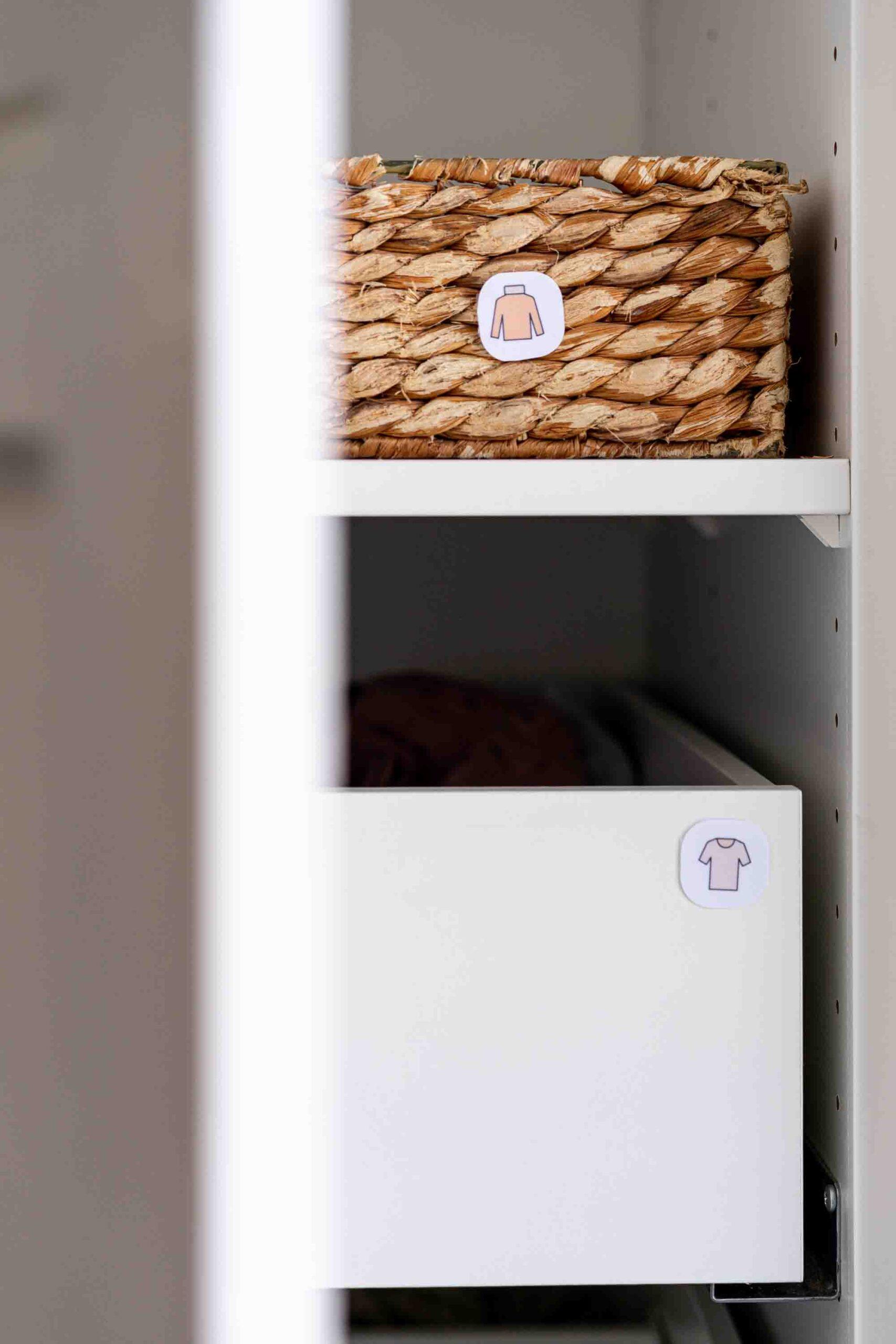 Ordnungssticker selber machen: Aufräumen und endlich Ordnung im Kinderkleiderschrank